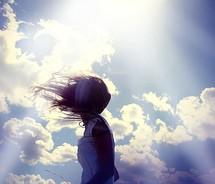 Sé una mujer con luz propia, caminar con el favor de Dios te  distinguirá del resto