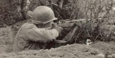 soldados en trinchera