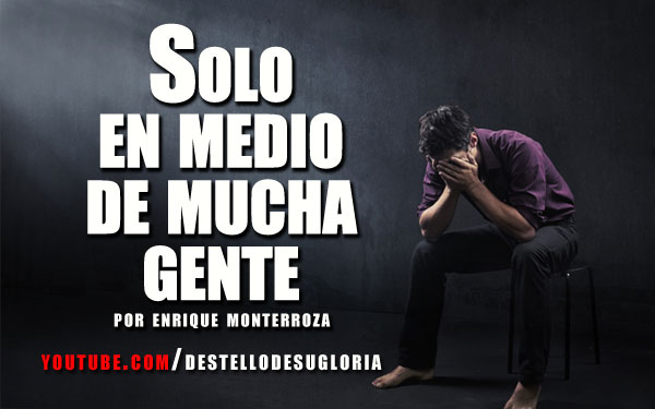 Video-Solo-en-medio-de-mucha-gente
