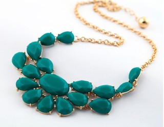 collar de gemas